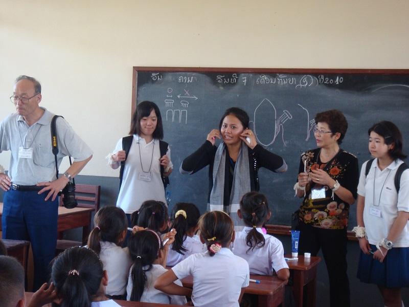 ラオスの村の小学校