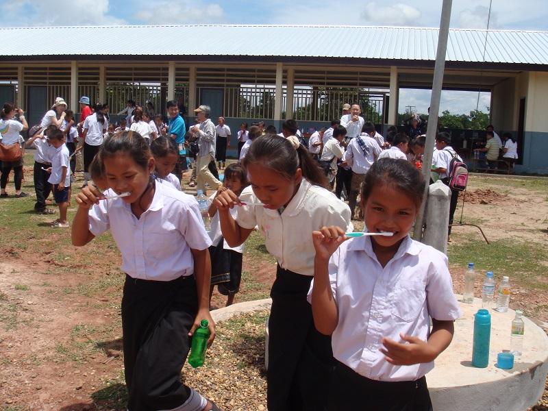 衛生教育の行き届かない村の子どもたち