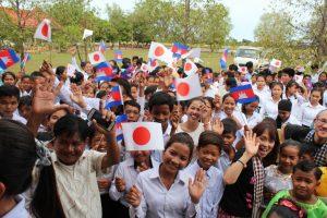 カンボジアのコンポンチュナン県にある小中学校