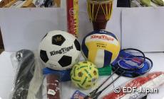 ラオスのスポーツ用具セット