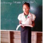 ラオス:奨学金を申請している小5の生徒、ライラ