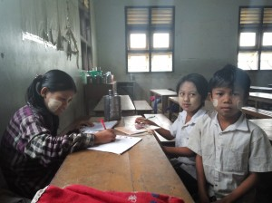 ミャンマーの早朝の学校風景