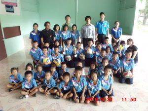イサーン中学校のバレーボール教室