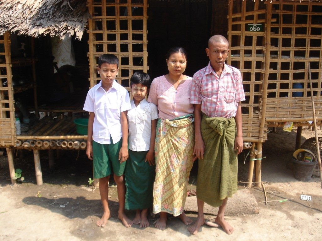 マウンテットゥさん(左端)と家族