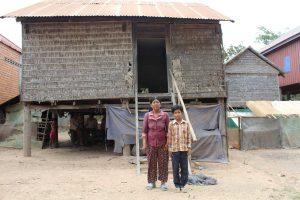 カンボジア奨学生チャムルームとお母さん
