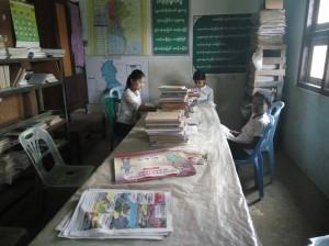 ミャンマーの図書館風景