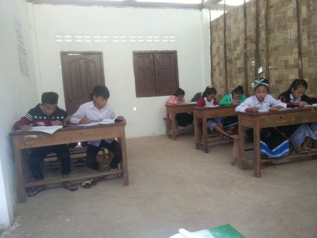 ラオスの教室風景