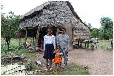 カンボジア奨学生のライダと家族