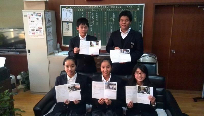 精華中生徒会メンバーと奨学生写真