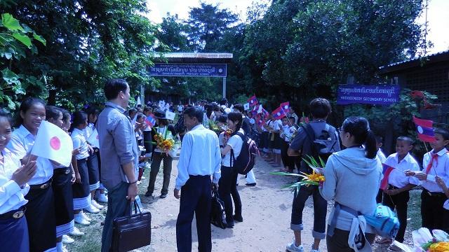村人からの盛大な歓迎