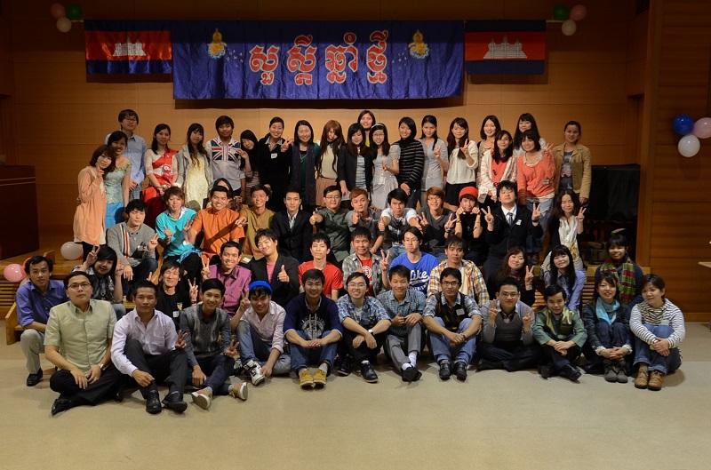 カンボジア留学生協会・関西のメンバー