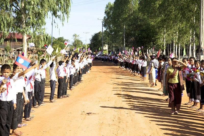 ポントゥン村での盛大な歓迎