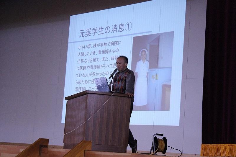 陸前高田市立第一中学校の体育館で講演
