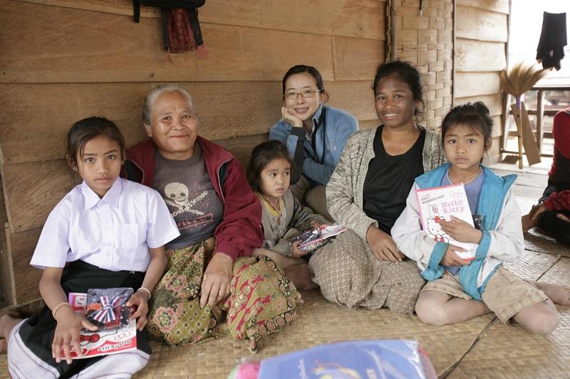 子どもたちや村人と交流