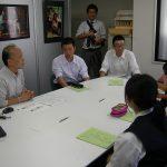 修学旅行で訪れた京都・綾部市立何北中学の生徒が民際センター事務局で国際理解教育授業