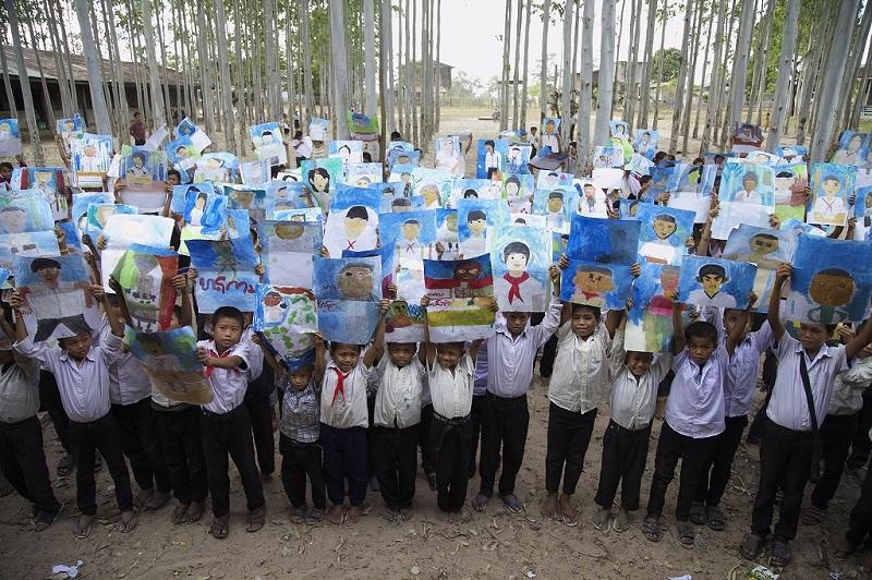 ラオスポントゥン村の子どもたち