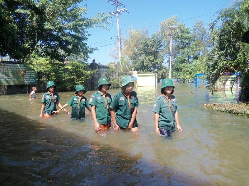 シーサケット県 バーン・ノンブア・チャイワーン校の生徒たち